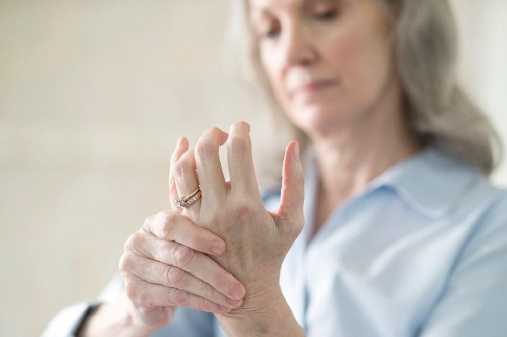 Как проявляет себя ревматоидный артрит