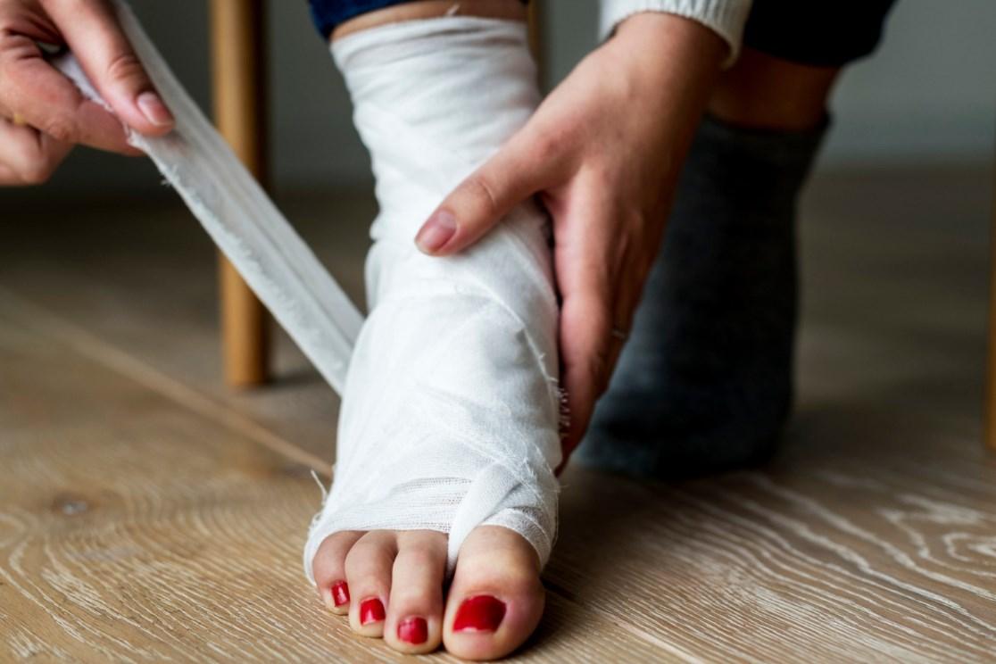 Первая помощь и лечение при переломе лодыжки