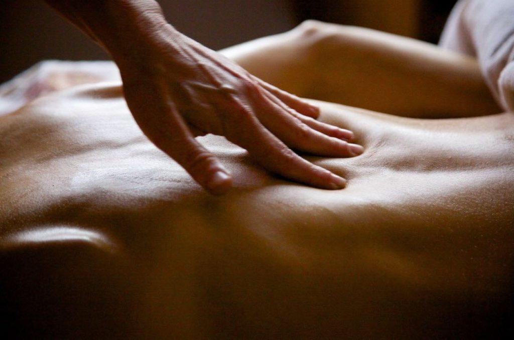 , массаж шейно грудного отдела при остеохондрозе