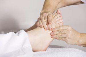 : шишка на большом пальце ноги
